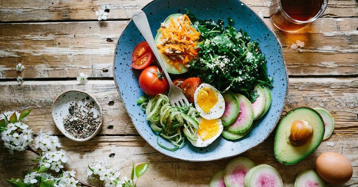 gestational diabetes blog post featured image showing a healthy meal